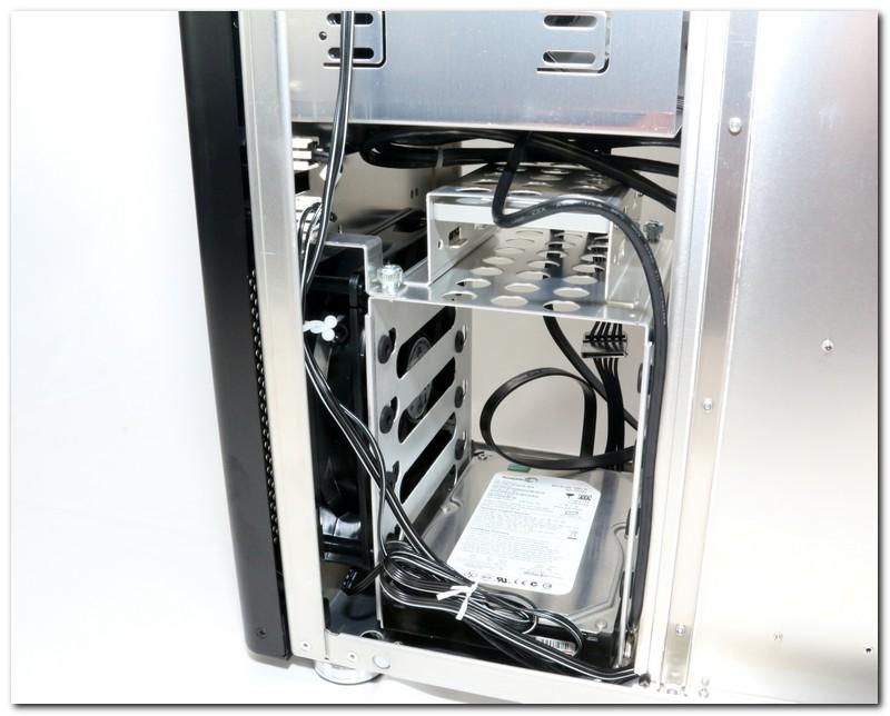 聯力PC-8E機殼,古典設計中帶有新潮味道