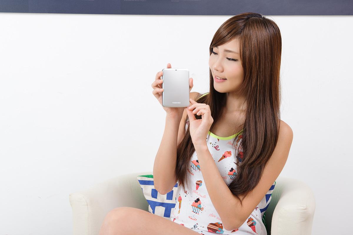 XF特輯:正妹特派員小筑的Toshiba Canvio Connect 750GB 開箱介紹