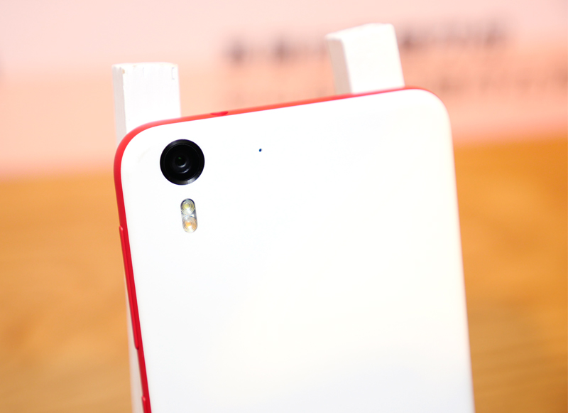 自拍先決! HTC Desire Eye / Desire 820 dual sim 兩款中階手機在台上市 | 同場加映 Nexus 9