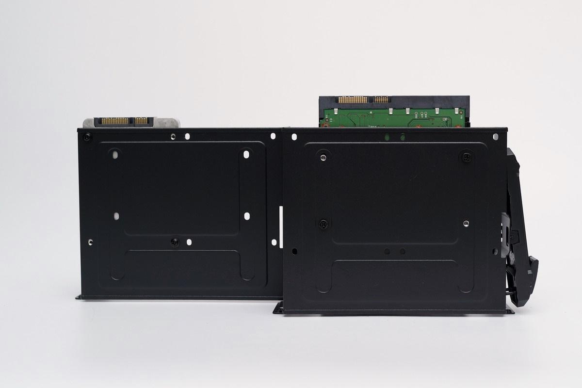 [XF] 風水冷模組化設計到位 展現實用機能美學 Thermaltake Core V51機殼評測