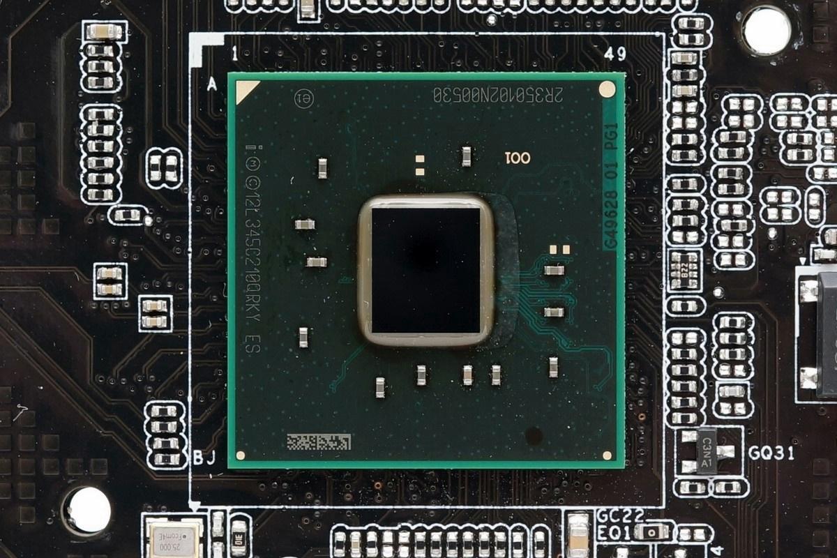 [XF] 導入伺服器設計概念 X99平台能效尖兵 ASRockX99 WS評測