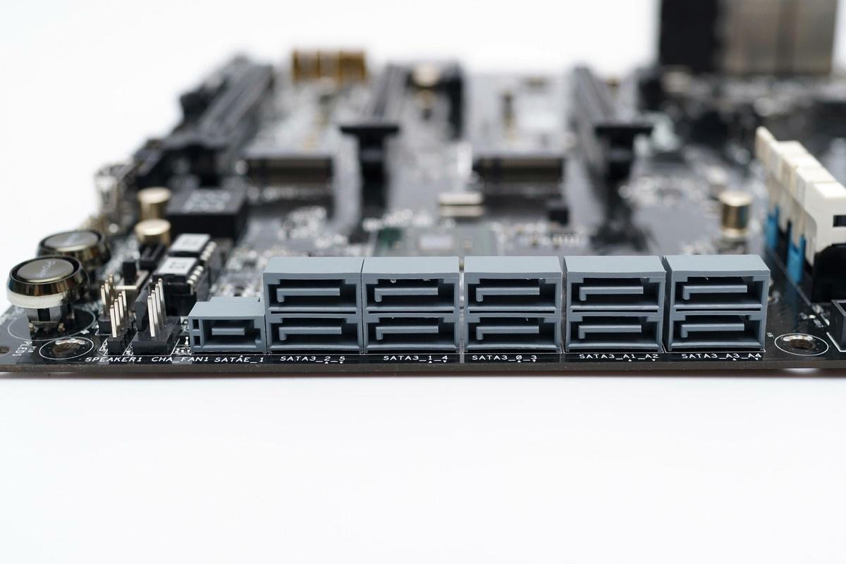 [XF] 架構微調增添硬體功能 再展別出心裁設計 ASRockZ97 Extreme6評測