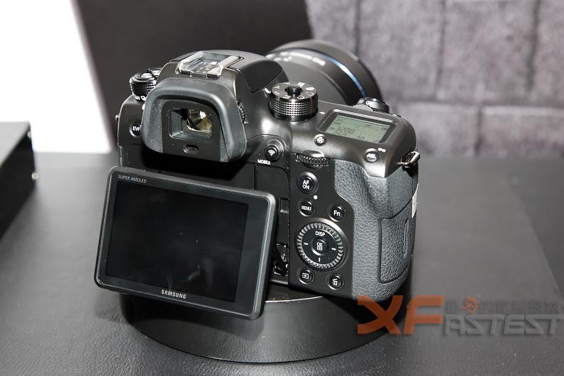 具有超高速15連拍的三星Smart Camera NX1